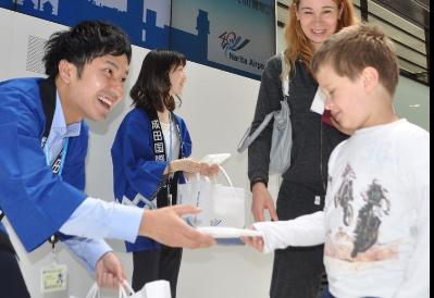 成田机场40周年:发放12000枚纪念手帕