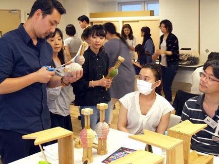 东京六本木举办活动 让民众体验京都传统提灯制作工艺