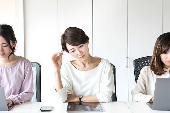 日本8成的工作女性对工作感到有压力
