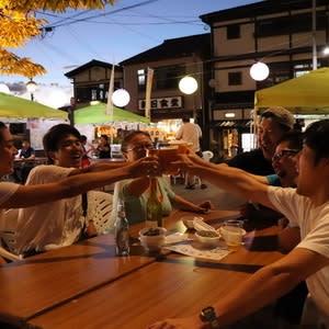 """边乘凉边喝酒最棒了 日本长崎县云仙温泉街举办周末限定活动""""啤酒花园"""" ... ..."""