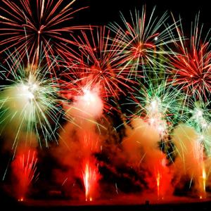 """中国年轻游客捧热日本花火大会 """"海上花""""经济效果高达40亿日元 ... ..."""