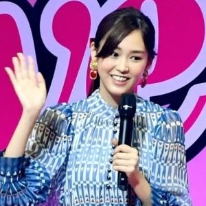 日本演员广濑铃及桐谷美玲出席时尚杂志《Seventeen》举办的校园活动 ... ...