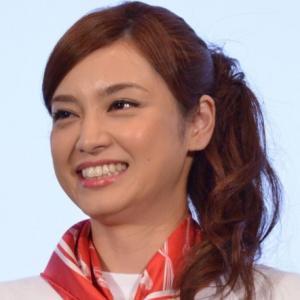 日本女演员平爱梨的丈夫长友佑都在INS上公开妻子锻炼视频