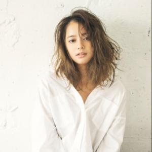 日本模特岸本圣紫瑠发表怀孕7个月的消息 目前处于安全期