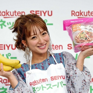 日本偶像辻希美第四个孩子将在12月出生 她表示既兴奋又害怕 ... ...