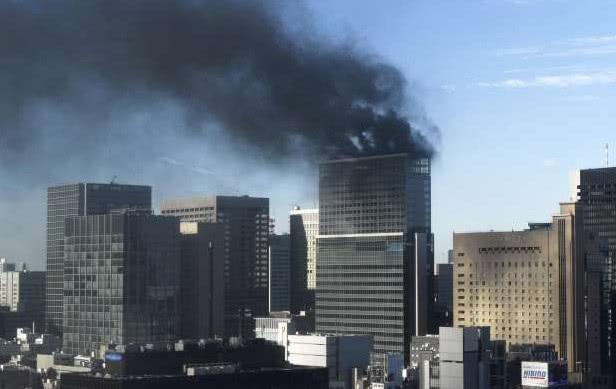 日本东京市中心冒出浓烟,一在建高层发生火灾
