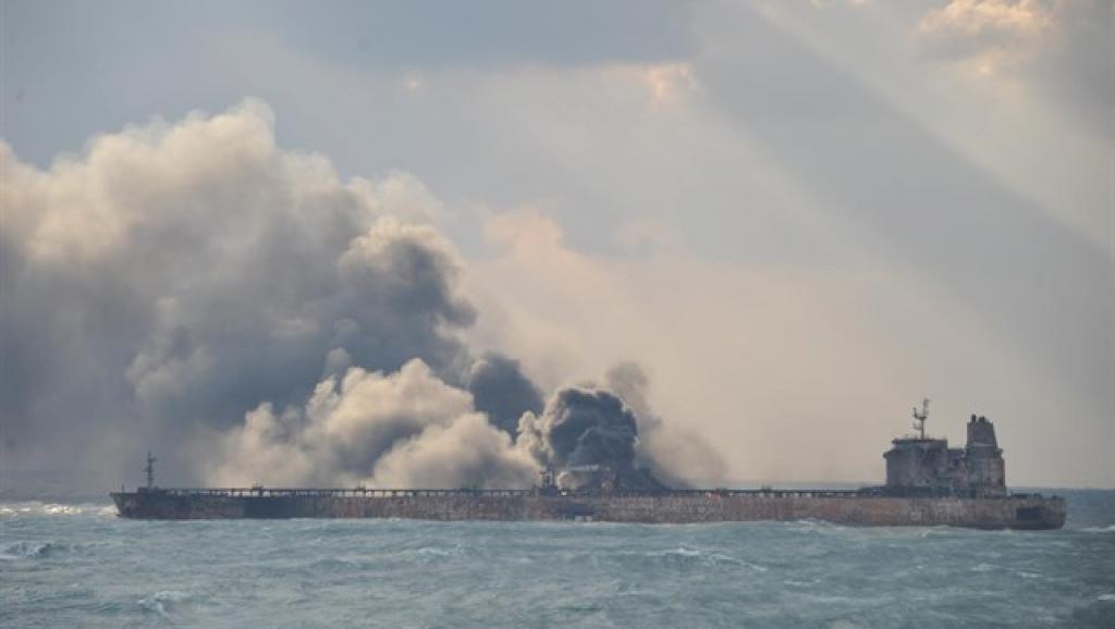 """美国说日本油轮遭袭为""""伊朗所为"""" 日本深表怀疑"""