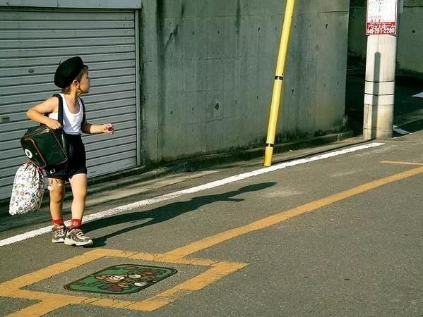 日本跟拍29年神作:3岁小女儿独自出门,爸爸忍泪目送离去