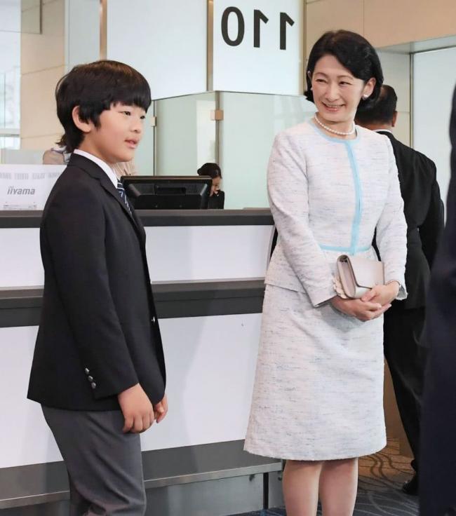 日本小王子、亲王搭不同航班出访 原因很微妙