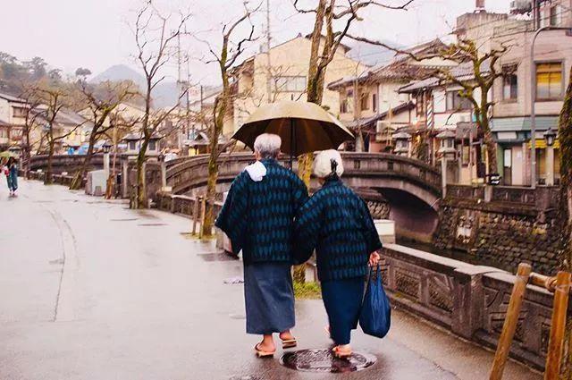 10月日本红叶季,最适合散步的十条温泉街