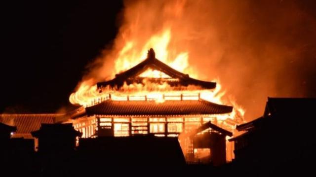 日本世界遗产首里城大火,500年古殿成灰,冲绳人:神一般的存在