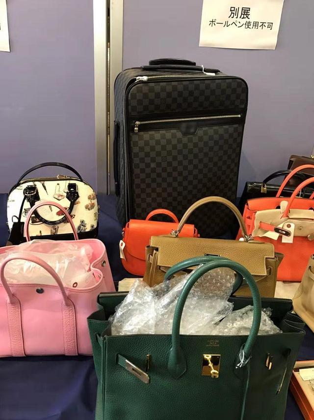 北京媳妇在日本拍卖会疯抢中古包,每月几十个,直播间转手卖高价 ...
