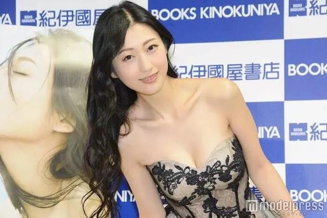 人生巅峰!日本女神与知名漫画家宣布结婚,引起粉丝们的关注