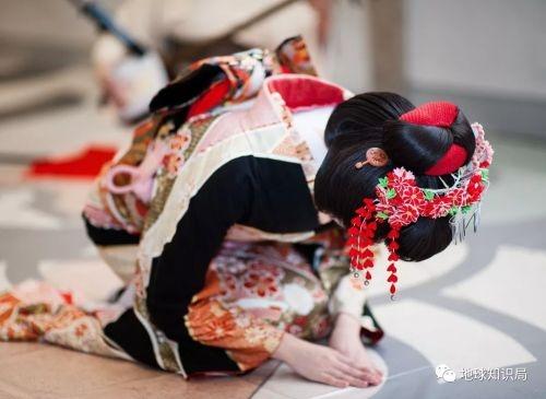日本地下色情 魔爪伸向学生 援交价目表曝光
