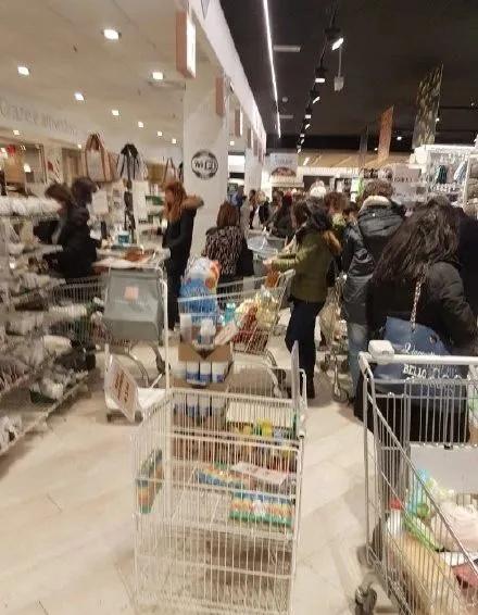 意大利日本心真大 疫情严峻仍举办大型群聚活动
