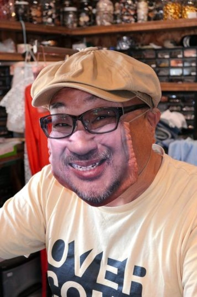 """日本店家出招:让客人""""戴""""自己的笑脸出街…"""