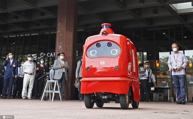"""日本""""邮差""""机器人首次上路试验 预计2021年推广使用"""