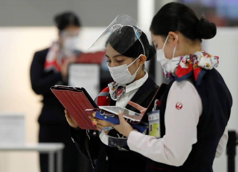 """疫情冲击收入 日本航空引导未婚空姐兼职当""""巫女"""""""