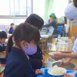 日本小学生的一顿普通午餐,为什么会被千万人围观?