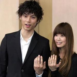 日本娱乐圈的神仙伴侣:交往8个月结婚,如今厮守12年...甜哭 ... ... ... ...