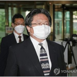 """日本公使用""""露骨词语形容文在寅 引发韩国抗议"""
